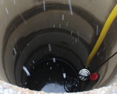 чистка колодца от мусора и налета, устранение запаха, дезинцекция колодезной шахты